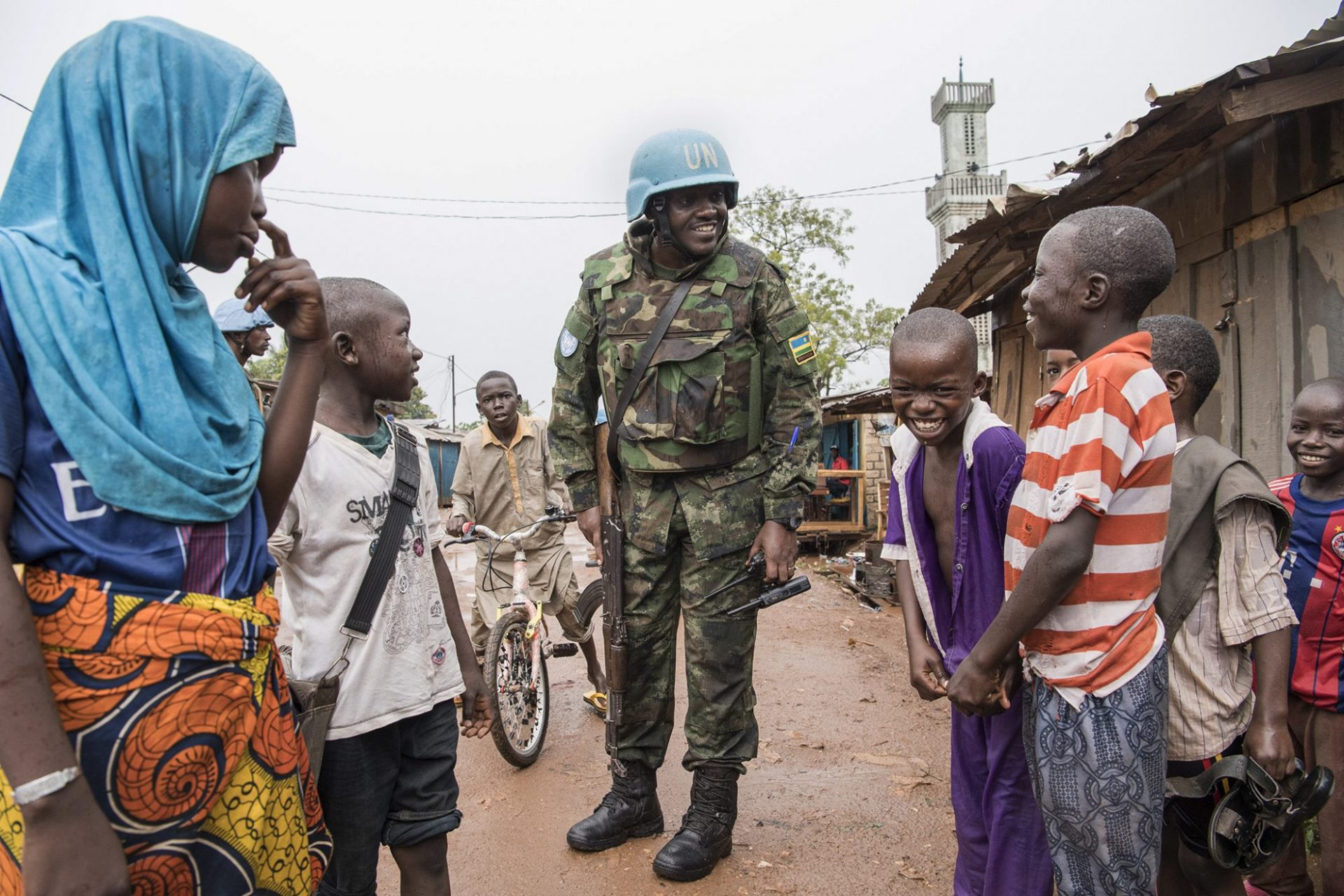 Military and police peacekeepers serving with the UN Multidimensional Integrated Stabilization Mission in the Central African Republic (MINUSCA) patrol the Muslim enclave of PK5 in Bangui. UN Photo/Eskinder Debebe